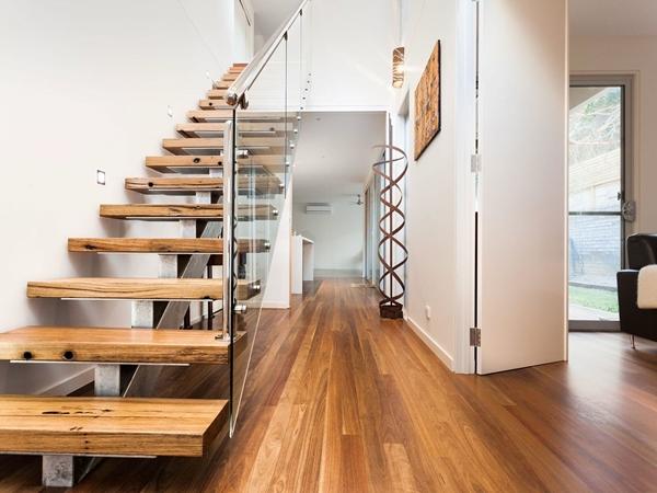 Gợi ý một vài mẫu cầu thang sắt cho thiết kế nhà đẹp đơn giản