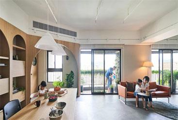 Vợ chồng trẻ xây nhà chống ồn và an toàn cho con