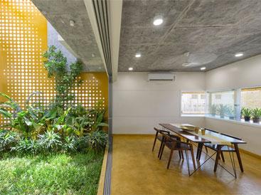 """Ngôi nhà gần gũi với thiên nhiên nhờ có """"vườn đặt trong nhà"""""""